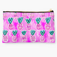 pink-tribal-pineapples-pouch